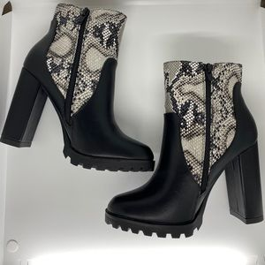 Snakeskin ShoeDazzle boots new